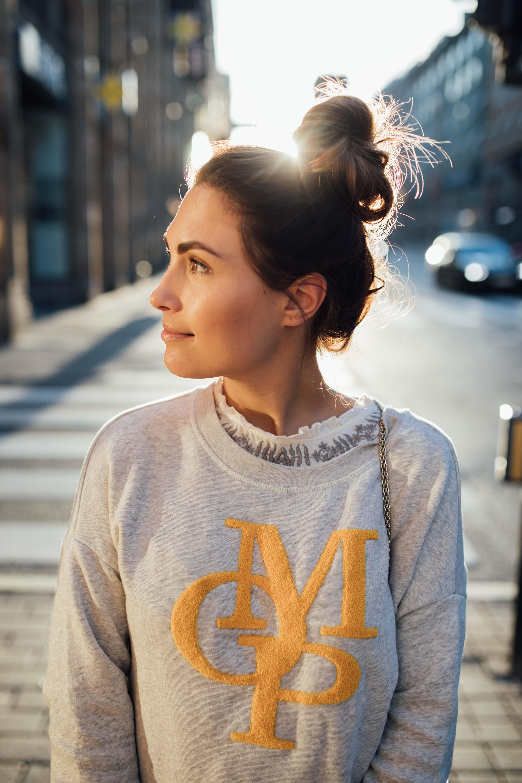 160926_yrml_mop_sweater_web-22