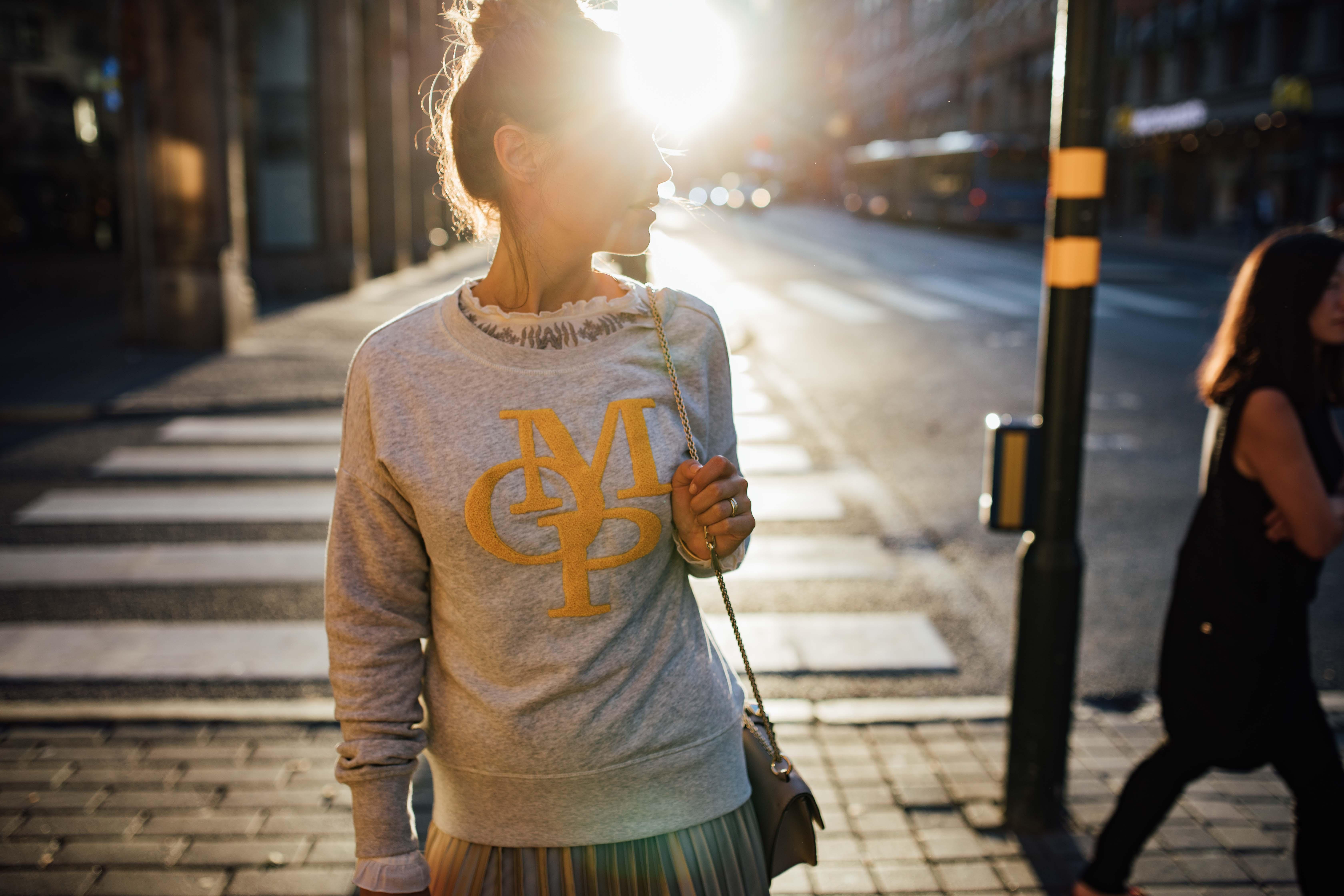 160926_yrml_mop_sweater_web-23