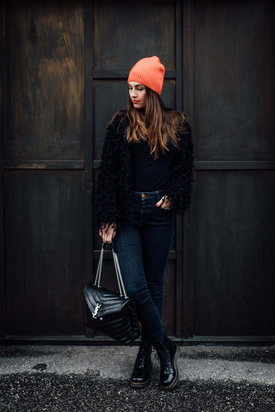 OUTFIT: Red Cashmere Beanie, Saint Laurent Bag, Dr.Martens Boots, Closed Jeans | www.yourockmylife.com