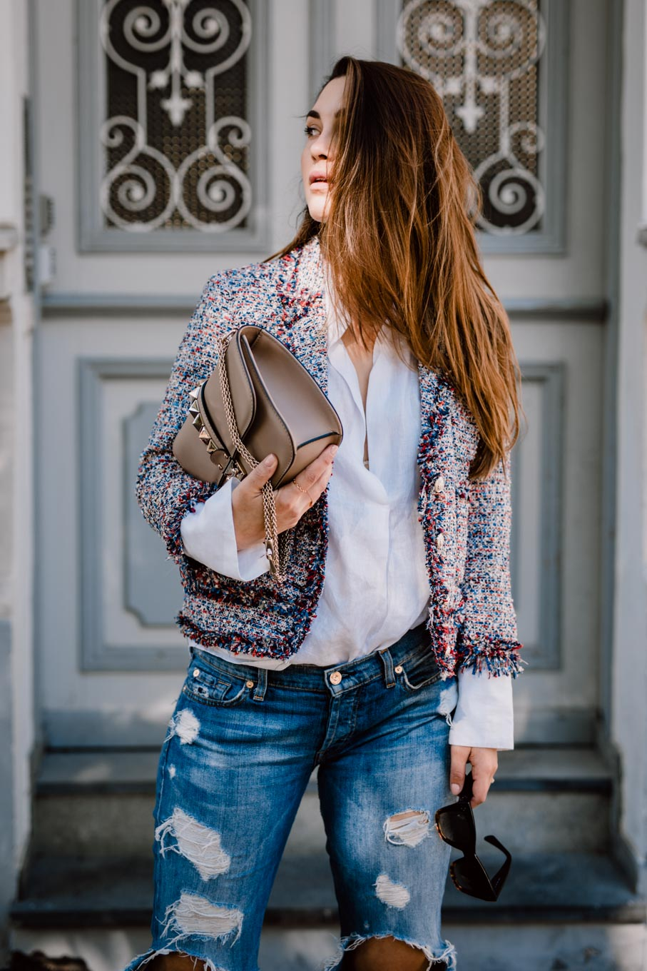 Outfit: What would Carrie do?   Zara Boho Slides, Ripped Jeans, Linen Shirt, Valentino Lock Bag, Chanel Like Jacket   You Rock My Life