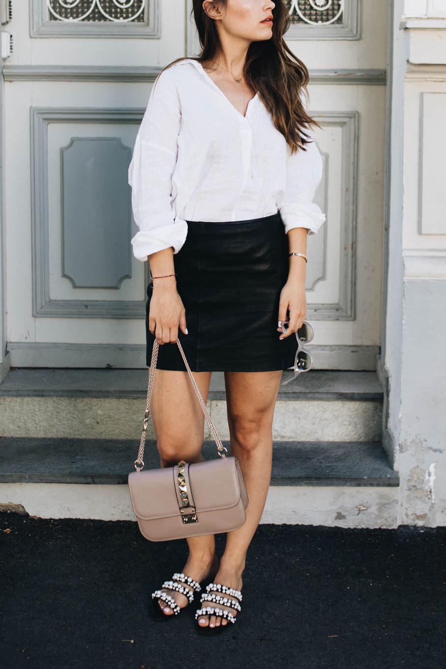 Outfit: Back to bascis - Leather skirt & linen shirt | You Rock My Life
