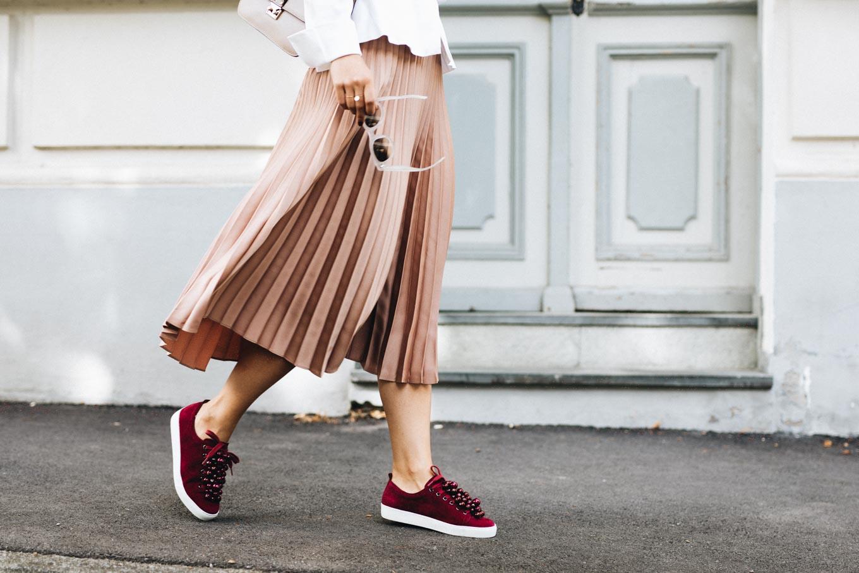 Fall | Pleated Skirt \u0026 Sneakers