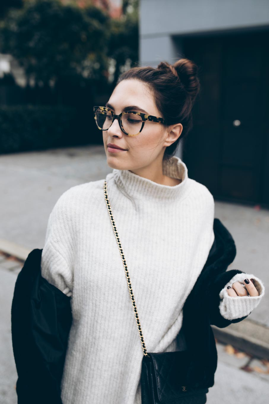 You rock my life: Zara Faux Fur Jacket, Oversized Jumper, Zara Boots, VIU The Beauty glasses, Aigner Lea Bag, Chanel Walltet on chain | Outfit For Fall
