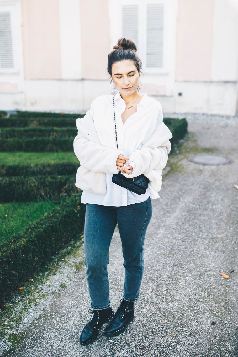 Outfit: Closed Pedal Pusher Jeans, Zara Blouse, Faux Fur Jacket, Maschalina Earrings, Leo Mathild Ring, Högl Shoes, Chanel WOC, Céline Baby Audrey Sunglasses   you rock my life